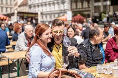 Jubilejní desátý ročník Festivalu vína VOC Znojmo se vydařil na jedničku. Přišlo na 7 500 lidí