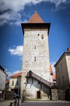 Otvíráme!  Vína VOC Znojmo ve Vlkově věži už od 1. května